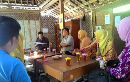 Kuliah Luar Kelas: Kunjungan Belajar ke Kelompok Pemberdayaan Masyarakat yang Dibina oleh Perusahaan